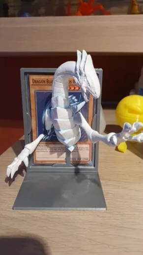 Blue-Eyes White Dragon with stand free 3d print model download